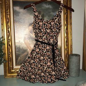 Sweet floral sun dress 🌼